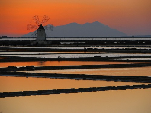 Marsala: due passi nella città rosa delle saline, del vino e del mare cristallino