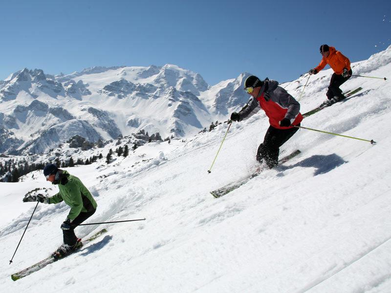 Settimana bianca: ecco le località sciistiche più belle per trascorrere qualche giorno sulla neve con tutta la famiglia