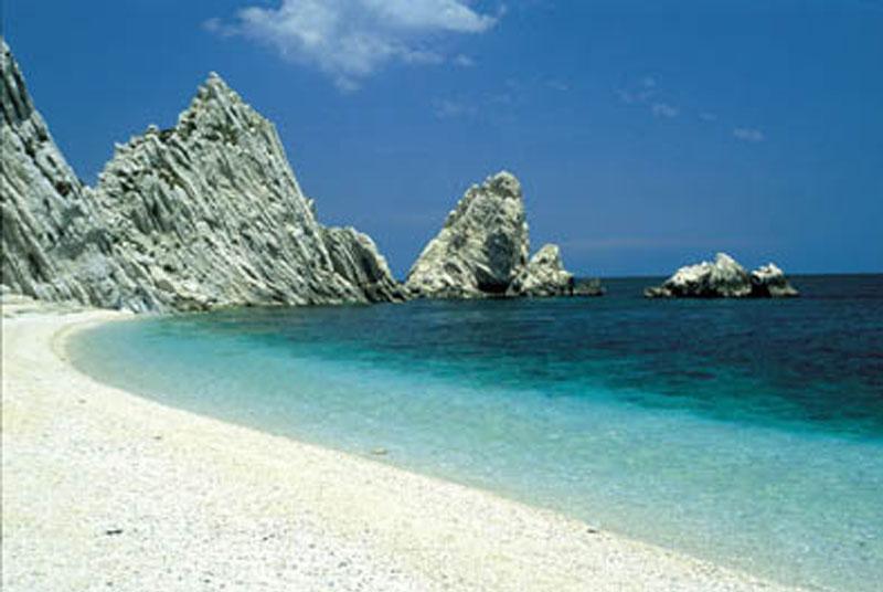 Matrimonio In Spiaggia Nelle Marche : Guida spiagge italia le più belle nelle marche turista