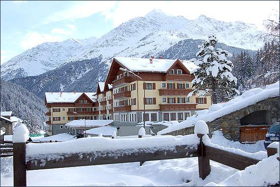 Vacanze sulla neve le 3 strutture migliori in italia for Vacanze a novembre in italia