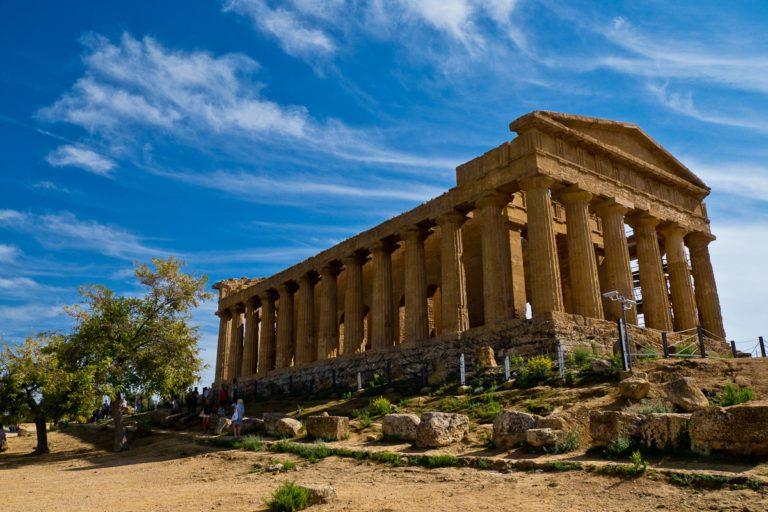 Valle dei Templi tra storia, cultura e mare: il treno dei templi