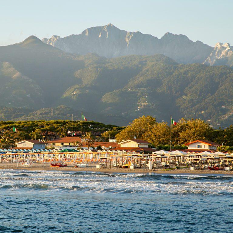 Versilia: la guida tra montagne e mare della toscana