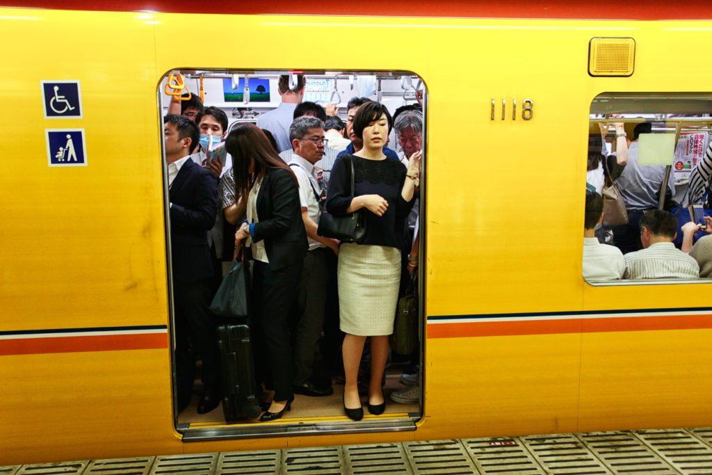 metro tokyo all'ora di punta