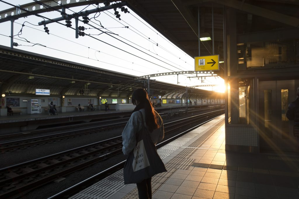 stazione tokyo con sole