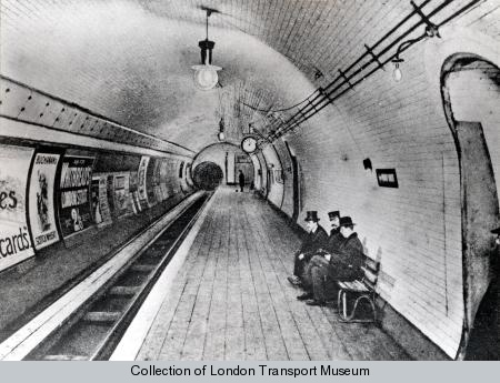 foto vecchia della metro di londra