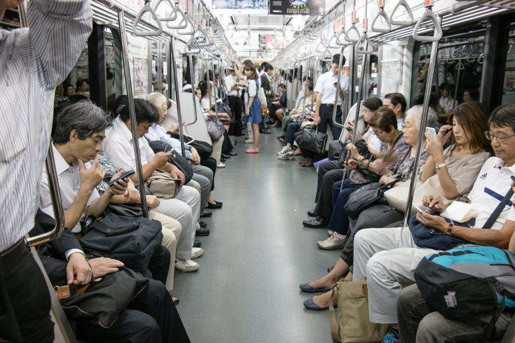 vagone della metro di tokyo